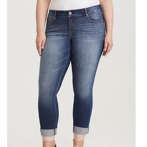 Torrid Boyfriend Medium Wash Cropped Jeans 24